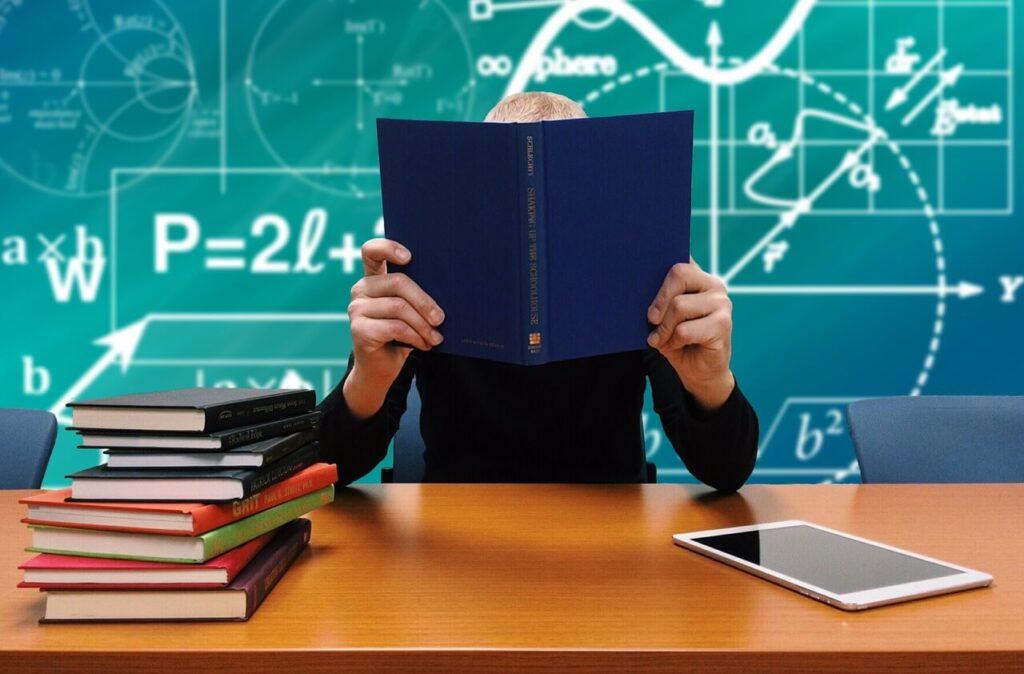כתיבת עבודה סמינריונית בכלכלה – הטיפים החשובים